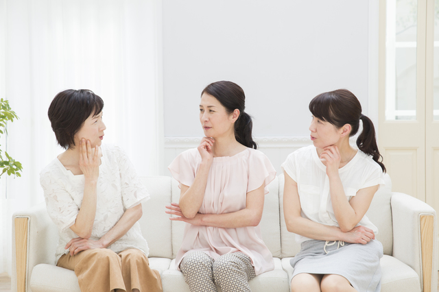 「言うことがコロコロ変わる友人、気持ちが疲れました...」(66歳女性)/お悩み相談