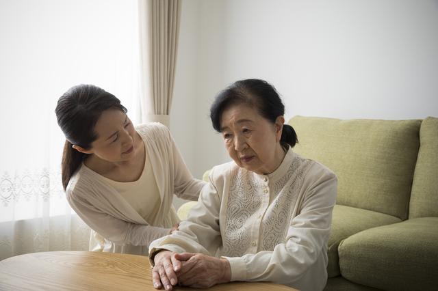姉と妹は何もしない...。90歳の母の相手を1人でするのが苦痛でなりません/お悩み相談