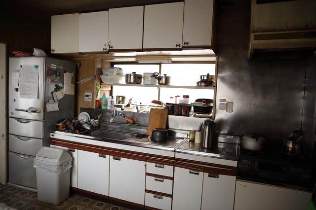 亡くなった母の携帯電話に保存されていた台所に立つ父。映っていた料理は...