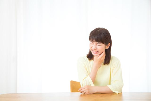 顎関節症で口が開かないのに、虫歯の治療!? 長年の食いしばり癖で悲惨なことに