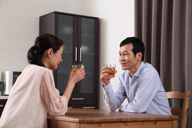 「これ以上強くならないでね」夫婦で晩酌していたある夜、50代後半の夫が突然「泣き顔」でつぶやいて...