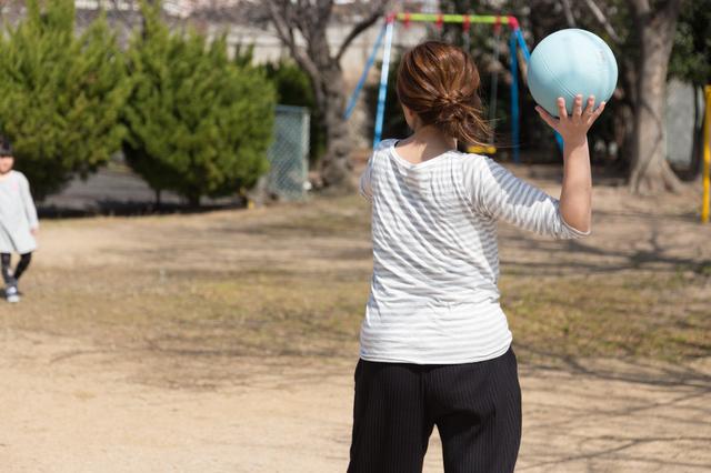 「ドッジボールで活躍したい!」小3の息子の練習に、44歳元バスケ部の私が意気揚々と付き合ったら...