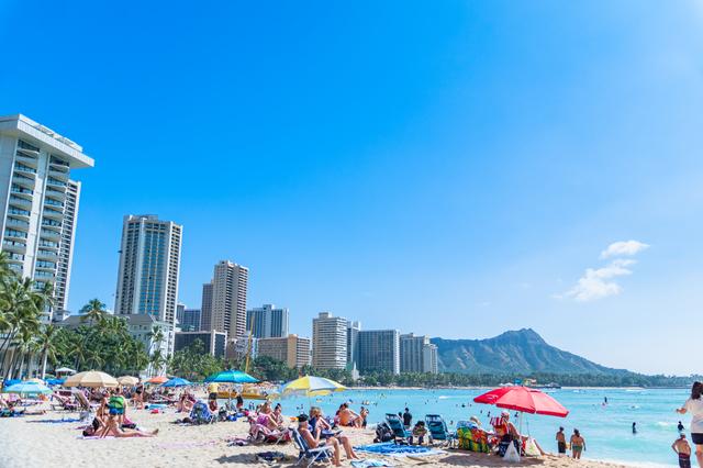 優秀社員はハワイ旅行! でもゴルフや飲みで「20万円は必要」って、そんな余裕はない!/かづ