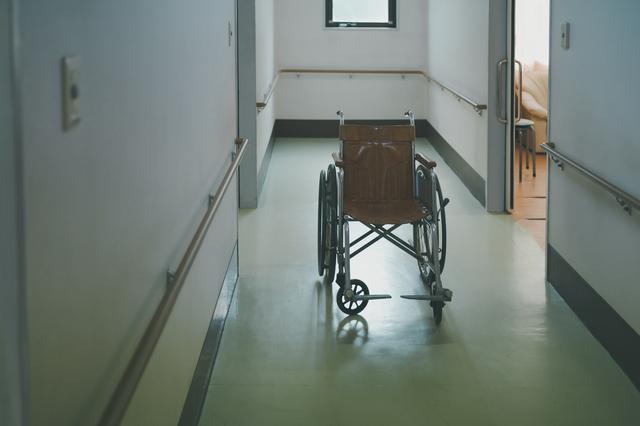 施設内に漂う糞尿の匂いに一抹の不安...姑が介護施設へ入所した日/かづ