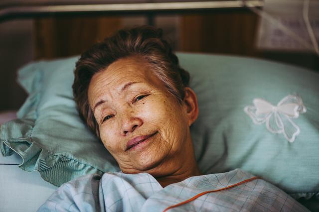 退院後の姑を...我が家に⁉ 親戚一同の「面倒見てあげて~」包囲網から逃れられない!/かづ