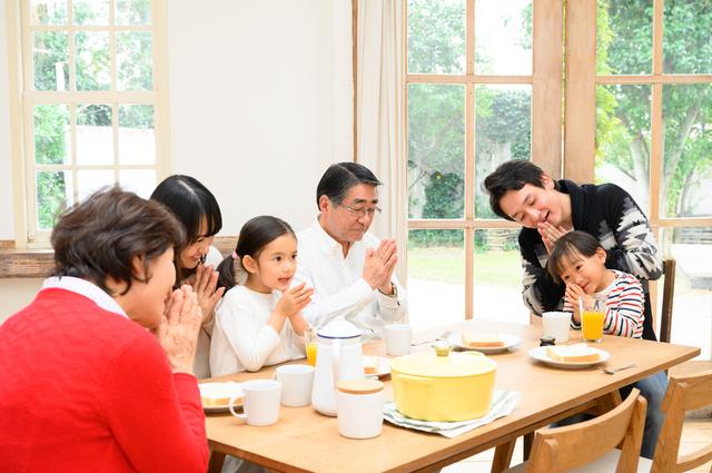 「家族だけなんだからいいじゃない」って、限度超えてますよ...。義家族の「目を疑う食事マナー」