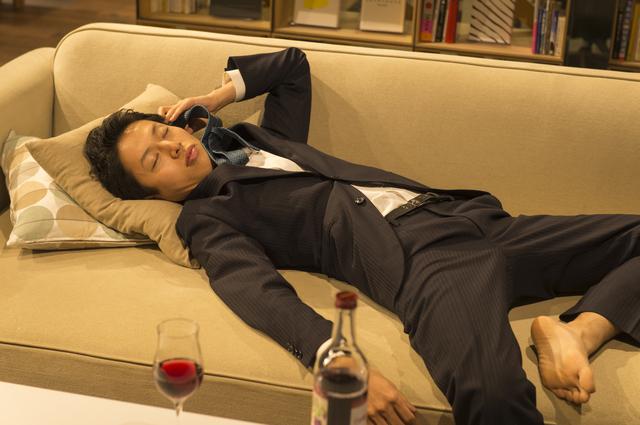 泥酔して噴水のようにおしっこをシャー。「酒好きの夫」に耐え切れず、義母に相談した結果は...!?