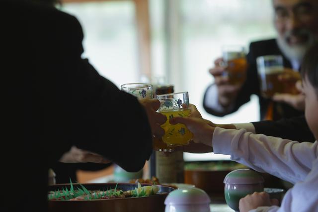 法事で酒に酔い「親戚の秘密」をペラペラ話し始めた父が「ビシッ」と一喝された痛快な出来事