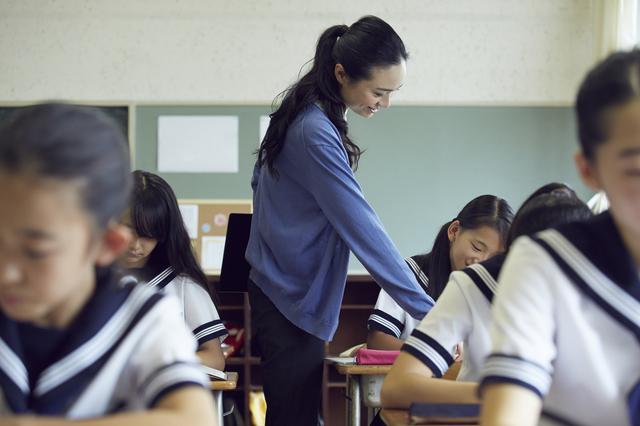 中学校の英語教師になりたい!娘の夢を3度阻んだ教員採用試験。「4度目の正直」を目指した結果は...⁉