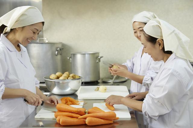 気づいてしまった...中学校の給食室で働いていた私が目撃した、栄養士の「ある行為とその顛末」