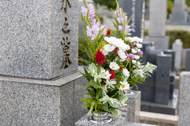 姑が亡くなり、激動の嫁姑戦争は終結。いやでも、姑のお墓はどうなる...!?/かづ