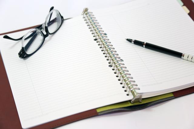 亡くなった認知症の母が遺した数年分の家計簿。そこには「日常のメモ」が記されていて...