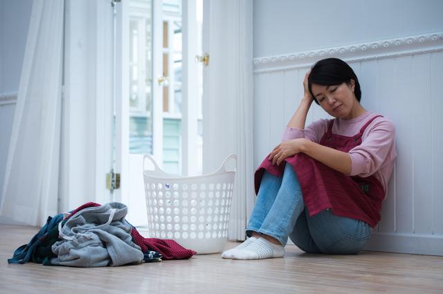 それ、無言の「家事プレッシャー」だよ...。仕事を辞め、専業主婦となった私を苦しめる「夫のため息」