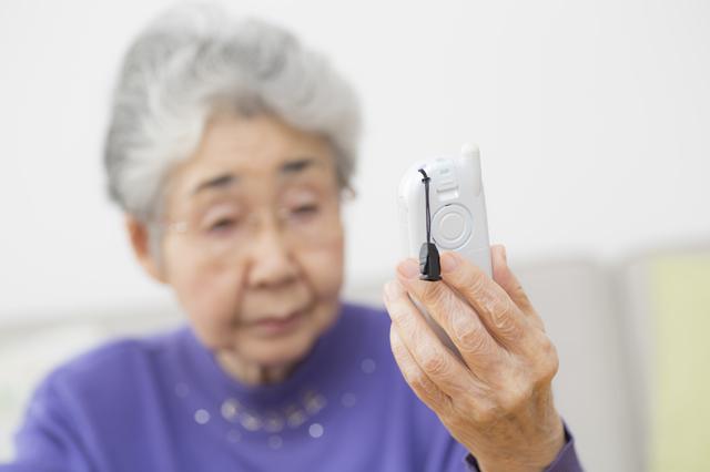 80代一人暮らしの母。高齢者を狙った詐欺の標的になり、普通の暮らしもままならない