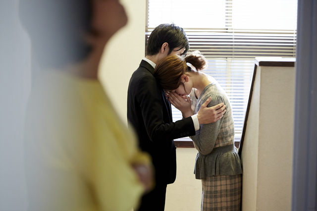 新婚夫婦の部屋をノックもせずに「ガチャ!」。息子(夫)に執着して私を目の敵にする「恐怖の義母」