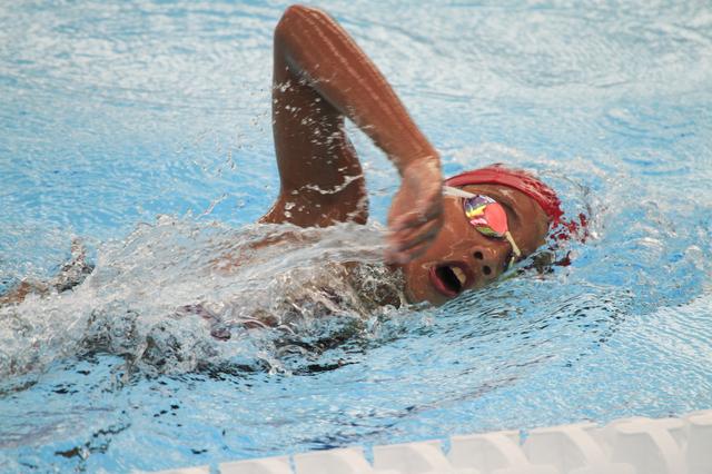 負けず嫌いで激しい性格の私。そんな親に似た息子も、骨折したまま水泳大会に出て...