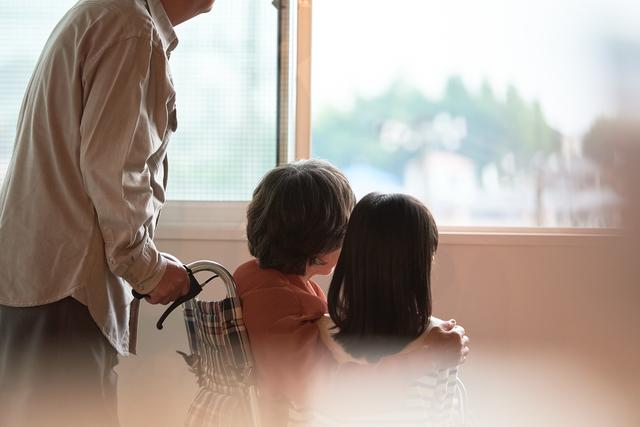 娘がうつ病になり孫娘たちは児童相談所へ。遠方に住む祖父にできること