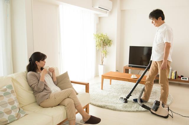 不器用に家事をこなす超仕事人間の夫の姿に、反省したりほっこりしたりする日々