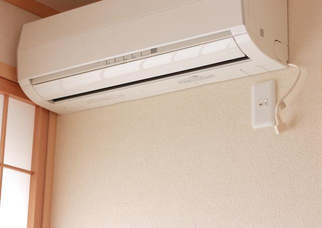 「暖房の節約で夜10時半に寝てるって」なんでも向かいの家と比べる「超倹約家の母」にウンザリ