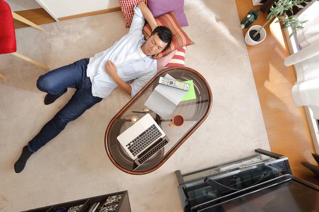 誰もいないはずの居間に男性が...!義両親との同居での「想定外の悩み」