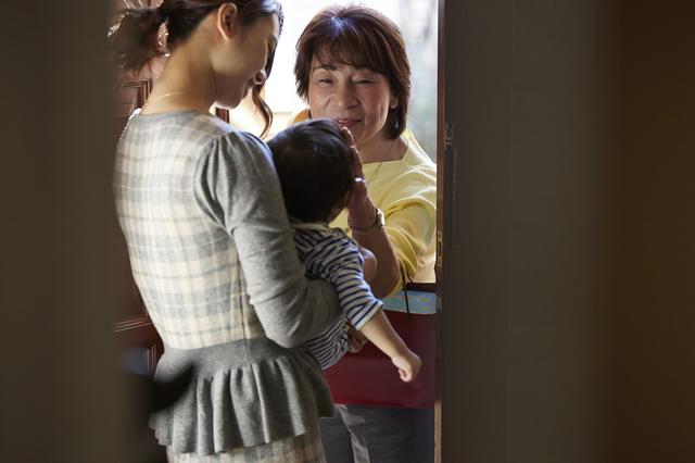 なぜ⁉ 孫を溺愛し、私とも仲が悪くないのに...一歩たりとも「我が家に上がらない」義母