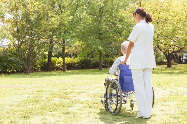 脳梗塞で倒れた義父。共働きで在宅介護は難しく、施設探しに奔走