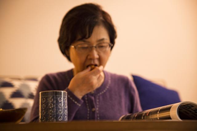 ああ...私のお気に入りの雑誌を、義母が「指ペロ」して読んでる! 指摘するとまさかの逆ギレ⁉