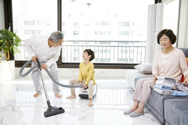 仕事を頑張るシングルマザーの娘のために! 同居家族を総動員した「家事分担大作戦」の結果は...⁉