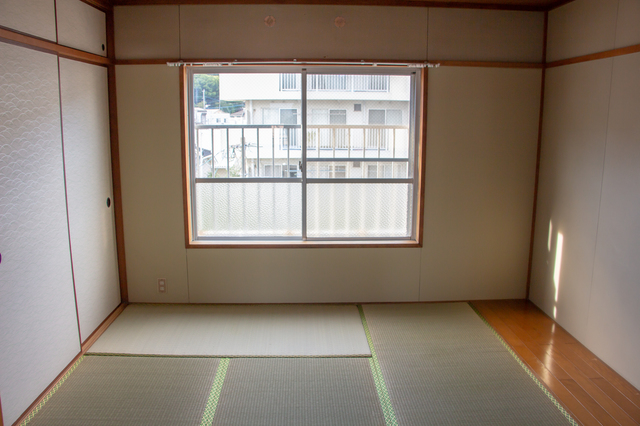 ここは私の新居です!引っ越し業者に「家具の配置」を指示する姑に思わず.../かづ