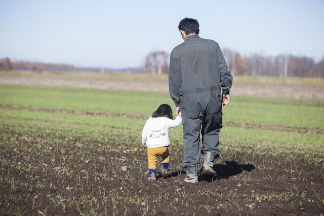 「『ありがとう』でええんじゃ」思い出す亡き父の背中。「寡黙で怖い父」はとても優しい人でした