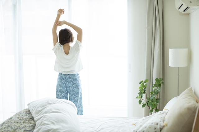 午前中を有効に使いたい! 夜型人間だったアラフィフの私が挑戦中の「朝4時半起床生活」/中道あん