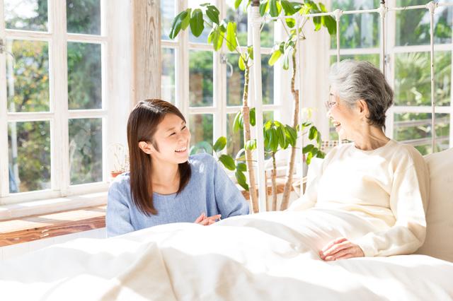 介護休職、義母は良くて実母はダメ!?夫と対立する女性にさまざまな声