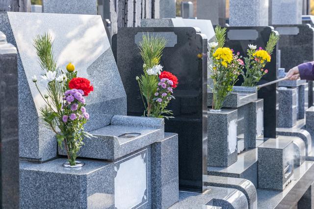 YOUさんも興味を抱く「墓友」とは? 墓じまいが後を絶たない「終活」の実態