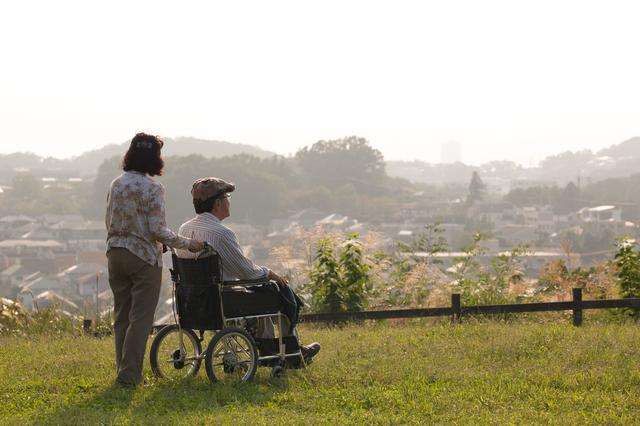 50歳を過ぎると10人に1人以上が親の介護に直面するようになる/介護破産(25)