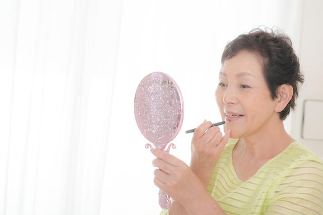 介護予防にも効果のある「化粧療法」。化粧は「出かけたくなる」気持ちをアップしてくれる!