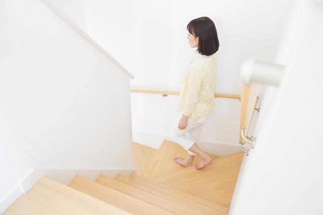 数㎝の段差や玄関マット、らせん階段に要注意! ちょっとの工夫で高齢者も安心な住まいに