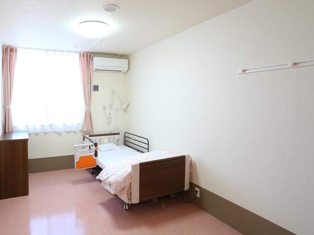 相部屋の空きがなく個室になると毎月15万円以上が必要「老人保健施設」/介護破産(33)