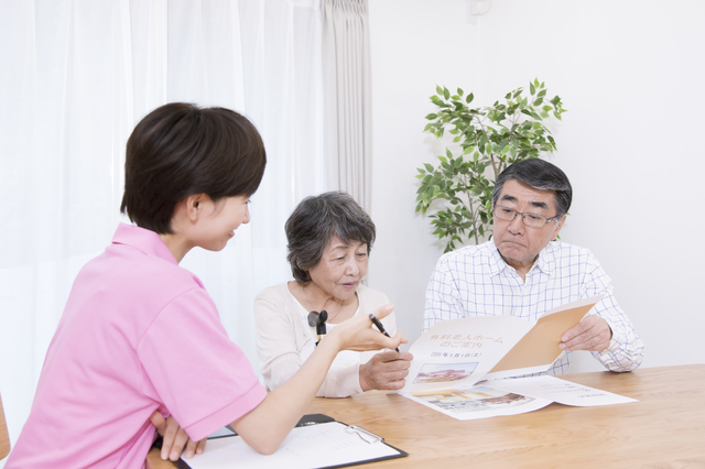 親に合う「有料老人ホーム」の探し方は?入居時の注意点とは/介護施設