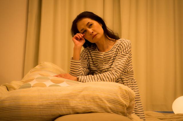 排泄の介助のために夜中起こされる。介護で一番辛いのは睡眠不足/介護破産(18)