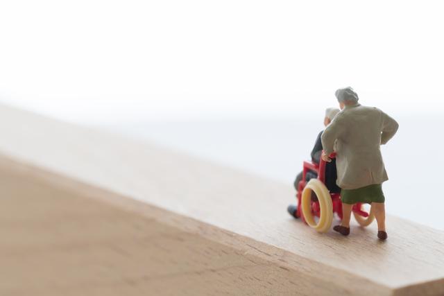 「もう限界...」周囲が介護者の精神的負担に気づくために/介護破産(12)
