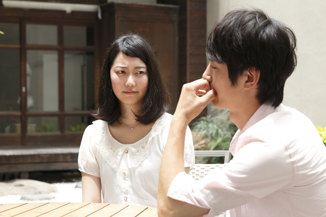 会話でマウントをとるのは人間の本能。そういうときは「すごい」と奉ると相手が落ち着く。