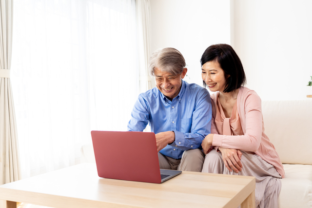 50歳から始めるつみたてNISA入門。おすすめ3銘柄とは? 老後のお金の不安を解消する資産形成術