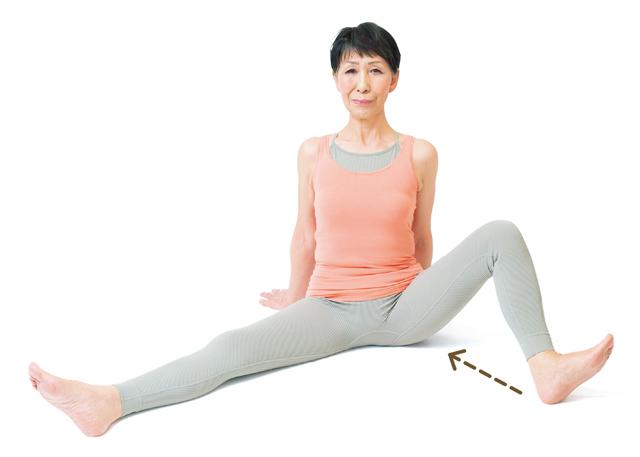 座ったままでできる! 股関節の可動域を保つ「股関節ストレッチ」でつまずき予防