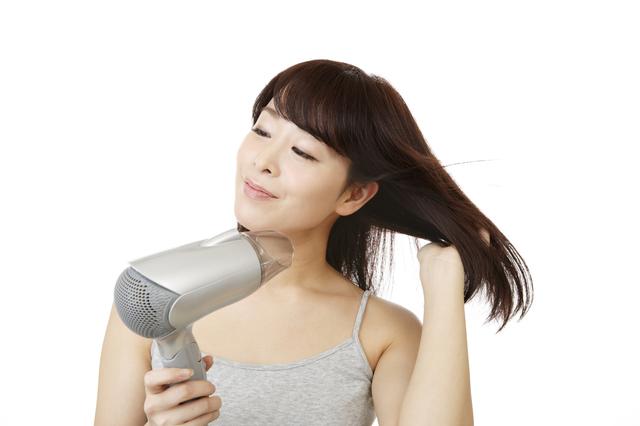 朝も夜も関係なし! 大切なのは洗髪後に髪の毛と頭皮をよく乾かすことです/抜け毛予防