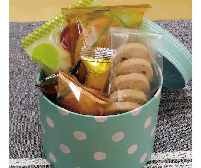 ダイエットの危機!休日明けに職場でもらう「お土産のお菓子」の上手な対処法