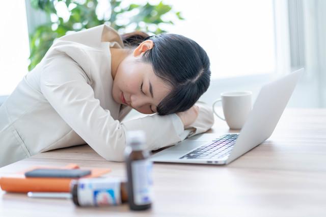 14~16時に眠くなりませんか?「午後の睡魔」の撃退方法とは