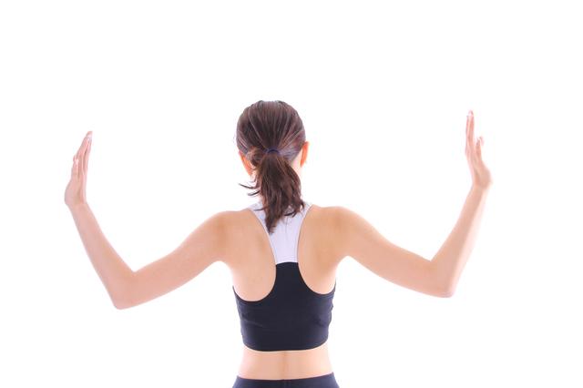 簡単で道具も不要! 肩の痛みや凝りを予防&軽減するストレッチ/四十肩・五十肩