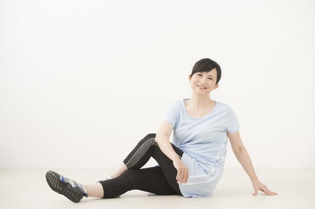 足が弱って買い物に行けなくなるのはイヤでしょ?「歩ける力」を鍛える寝たまま股関節エクササイズ
