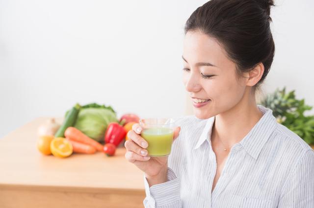 「健康のため」と水や野菜ジュースをたくさん飲む...それ「体の冷え」には逆効果です