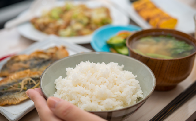 「早食い」「ながら食い」は胃腸に大きな負担が! 副交感神経を働かせる「理想的な食事法」